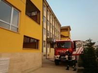 İMAM HATİP - Körfez İmam Hatip Ortaokulu'nda Çıkan Yangın Korkuttu