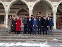 SABAH NAMAZı - Üniversite Cami Gençlik Kolu Üyeleri Bir Araya Geldi