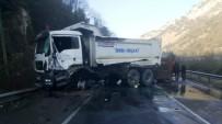 GİZLİ BUZLANMA - Karabük'te Trafik Kazası Açıklaması 2 Yaralı