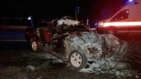 PAMUKKALE ÜNIVERSITESI - Otomobil Traktöre Çarptı Açıklaması 3 Yaralı