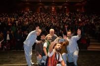 TUGAY KOMUTANI - 11.Uluslararası Bilecik Tiyatro Festivalinde ''Pijamalı Adamlar'' Adlı Oyun İzleyiciyle Buluştu