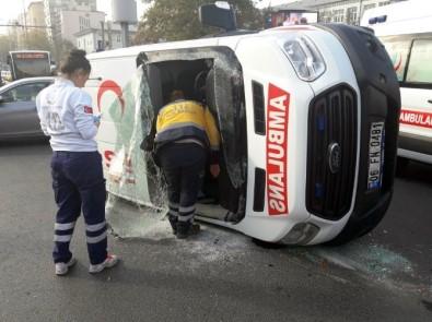 Ambulans ile kamyonet çarpıştı: 2 yaralı