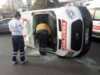 SAĞLIK PERSONELİ - Ambulans ile kamyonet çarpıştı: 2 yaralı