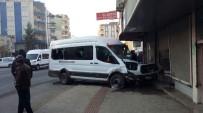 ÖĞRENCİ SERVİSİ - Batman'da Öğrenci Servisi İle Otomobil Çarpıştı Açıklaması 15 Yaralı