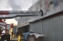 MOBİLYA - Bursa'da Mobilya İmalathanesinde Korkutan Yangın