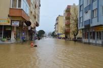 AŞIRI YAĞIŞ - Çanakkale'de Yollar Göle Döndü