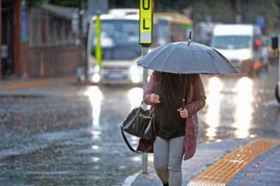İstanbul'u sel götürüyor! Trafik felç
