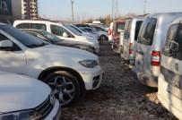 KAPALI ALAN - Lüks Araçlar Çürümeye Terk Ediliyor