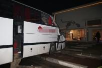 SERVİS OTOBÜSÜ - Otobüs Bebek Mağazasına Girdi Açıklaması 1 Ölü