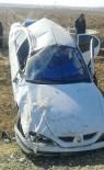 CEYLANPINAR - Takla Atan Otomobildeki 2 Kişi Yaralandı