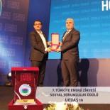 TÜRKİYE ENERJİ ZİRVESİ - UEDAŞ'a Sosyal Sorumluluk Ödülü