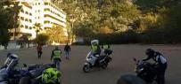 CEP TELEFONU - 3 Kişinin Bindiği Motosiklet Kaza Yaptı