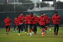 ANTALYASPOR - Antalyaspor, Başakşehir Maçının Hazırlıklarını Yağmur Altında Sürdürdü