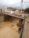 Balıkesir'de Şiddetli Yağmur Köprüyü Yıktı