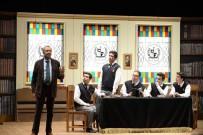 ŞEYH EDEBALI - Bilecik'te 'Ölü Ozanlar Derneği' Adlı Oyun Sahne Aldı