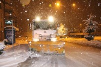KAR KÜREME ARACI - Bolu Belediyesi Ekipleri Karla Mücadelede Alarma Geçirildi
