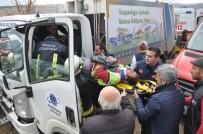 KAYACıK - Çöp Kamyonu Kaza Yaptı Açıklaması 2 Yaralı