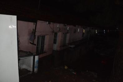 Dikili'de onlarca ev ve iş yerini su bastı