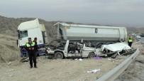 POLİS ARACI - Girne'de feci kaza: 5 ölü!