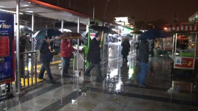 İstanbul'da yağış seferleri iptal ettirdi