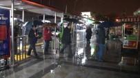DENIZ OTOBÜSÜ - İstanbul'da yağış seferleri iptal ettirdi