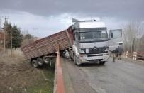 Konya'da İki TIR'ın Çarpıştığı Kaza Ucuz Atlatıldı