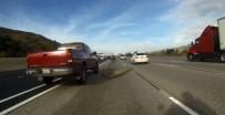 CALIFORNIA - Otoyola Düşen Merdiven Kazaya Yol Açtı