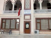 CAMİ İMAMI - Pişman Olan Hırsızlar Çaldıkları Bilgisayarları Cami Avlusuna Bıraktı