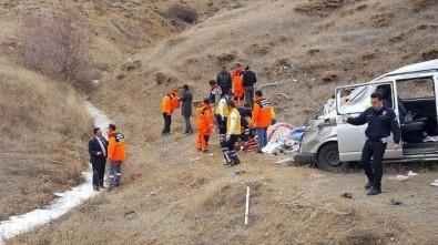 Sivas'ta hafif ticari araç şarampole devrildi: 1 ölü, 6 yaralı