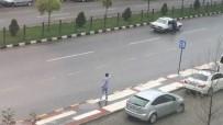 CEP TELEFONU - Sokak Ortasında Silahlı Çatışma Kamerada