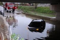 YUSUF ŞAHIN - Su Dolu Alt Geçitte Aynı Gün 3. Araç Mahsur Kaldı