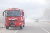 ANIZ YANGINI - Tokat'ta Anız Yangını Sürücülere Zor Anlar Yaşattı