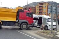 YOLCU TAŞIMACILIĞI - Trabzon'da Trafik Kazası Açıklaması 11 Yaralı