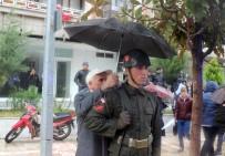 ŞEHİT CENAZESİ - Vatandaş askerine böyle sahip çıktı