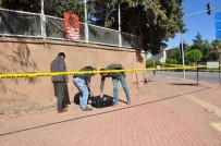YAYA TRAFİĞİ - Askeriye Önündeki Şüpheli Paket Tezkereci Valizi Çıktı
