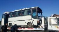 İŞÇİ SERVİSİ - İşçi Servisi Trambüs Direğine Çarptı Açıklaması 6 Yaralı