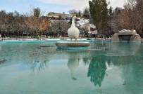 MESUT YILMAZ - Kars Buz Kesti, Kentte Süs Havuzları Dondu