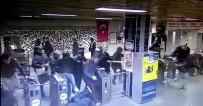 ATAKÖY - Napoli Taraftarının Şirinevler Metrosunu Birbirine Kattığı Anlar Güvenlik Kamerasında