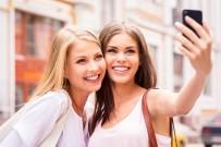 KADIN DOĞUM UZMANI - Selfie çekmenin zararları