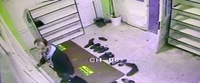 Sigarayla camide ayakkabı çaldı