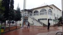 OCAKLAR - Ağzında Sigarayla Camiye Giren Hırsız Mont Ve Ayakkabı Çaldı