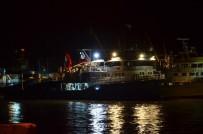 BALIKÇI TEKNESİ - Balıkçı Teknesinin Zor Anları