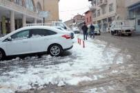 KAR TOPU - Çelikhan'a Yılın İlk Karı Düştü