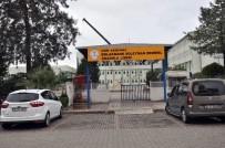 OKUL TATİL - Faciadan Dönülen Okulun Çatısından Vinç Kaldırıldı