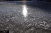 HAVA SICAKLIĞI - Kars'ta HES Barajı Dondu!
