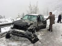 YOLCU OTOBÜSÜ - Kastamonu'da Kar Yağışı Kazaya Neden Oldu
