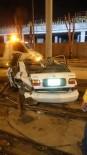 EGE ÜNIVERSITESI - Kontrolünü Kaybettiği Otomobille Tramvay Yolundaki Direğe Çarptı Açıklaması 1 Ölü, 1 Yaralı