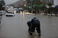 ŞİDDETLİ YAĞIŞ - Milas'taki Su Taşkınlarına Anında Müdahale