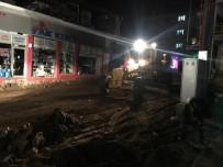 KALDIRIMLAR - Sarıgöl'de Gece Gündüz Çalışmalar Sürüyor