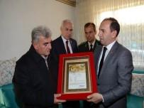HAYATI TAŞDAN - Şehit Uzman Çavuş Karakuş'un Ailesine Şehadet Belgesi Verildi